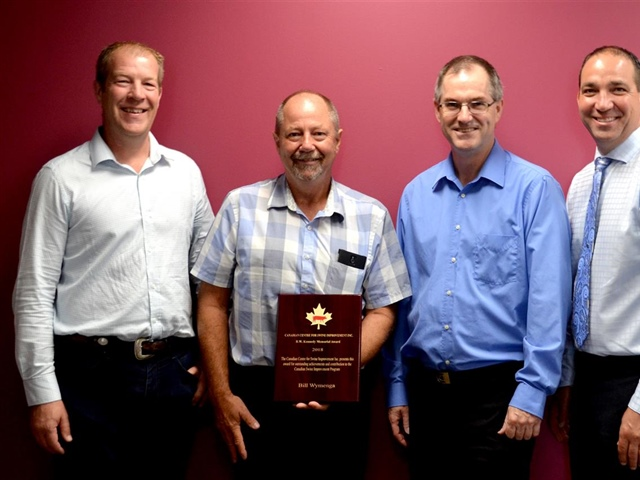 Ontario Pork Producer Bill Wymenga receives the Brian Kennedy award from the Canadian Centre for Swine Improvement